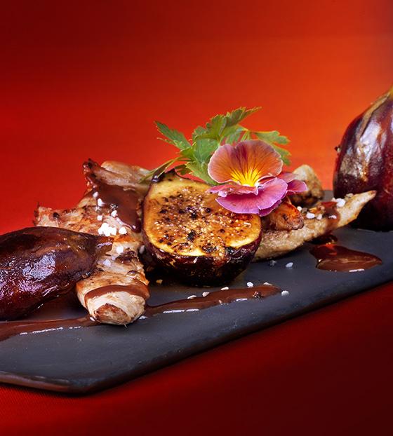Aiguillettes de canard, sauce au Rivesaltes Tuilé et figues fraîches marinées