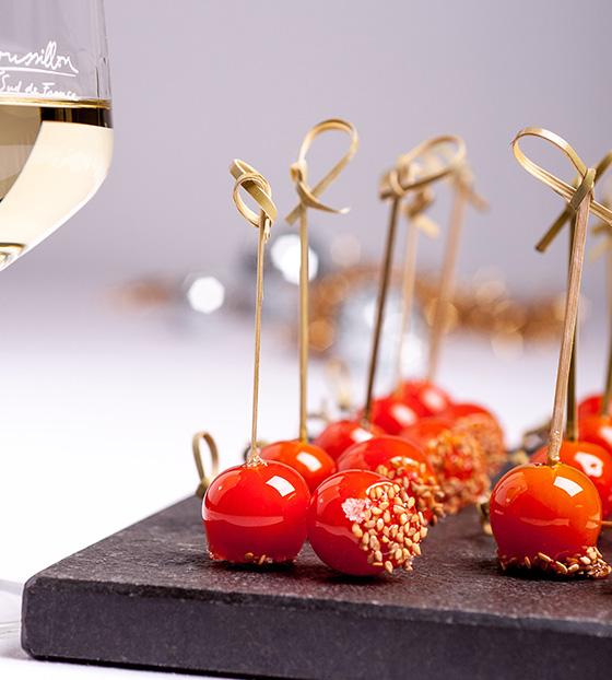 Brochettes de tomates, caramel et fleur de sel