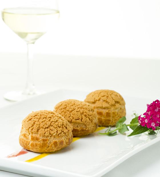 Choux craquelin citron et fleur de sureau