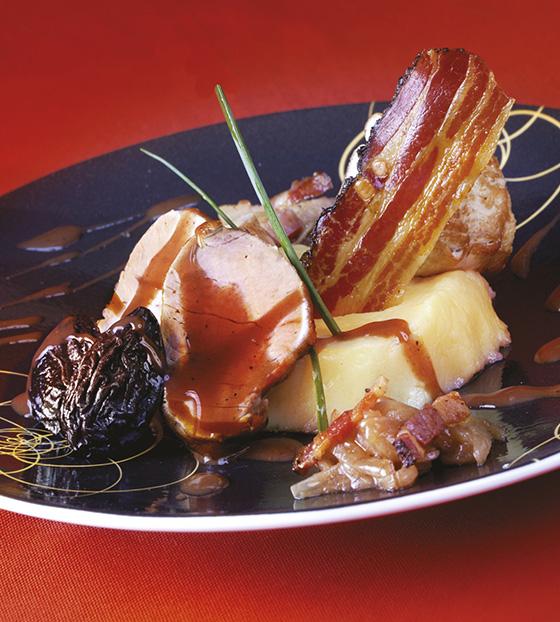 Filet mignon de porc mariné aux oignons et pruneaux