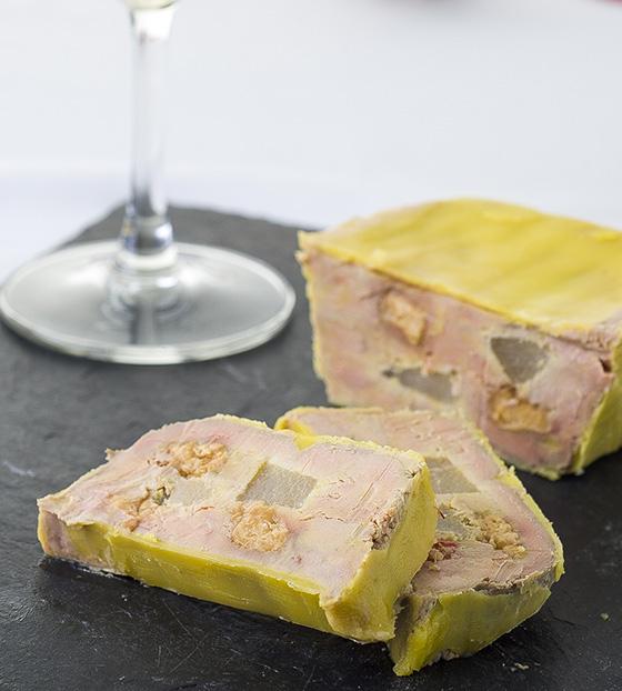 Terrine de foie gras, poire et touron